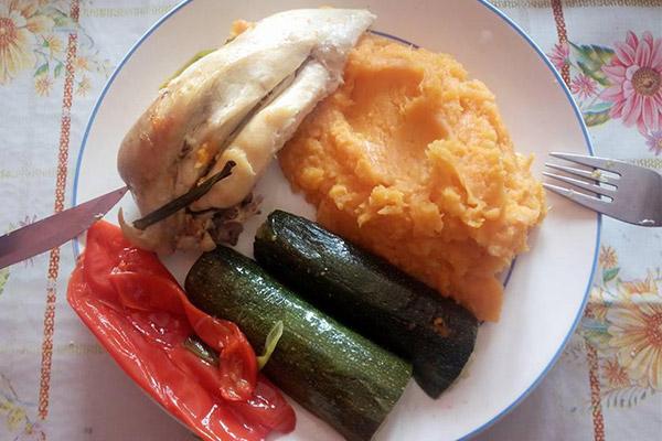 piletina s pireom od batata i povrćem